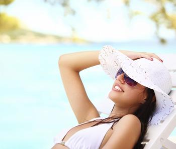Verschiedene Arten der Lichtallergie: Sonnenallergie, Mallorca-Akne und Licht-Nesselsucht