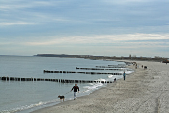 Ein Strandspaziergang ist eine gute Bewegung
